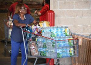 هجوم مردم آمریکا به فروشگاهها از ترس طوفان ایرما