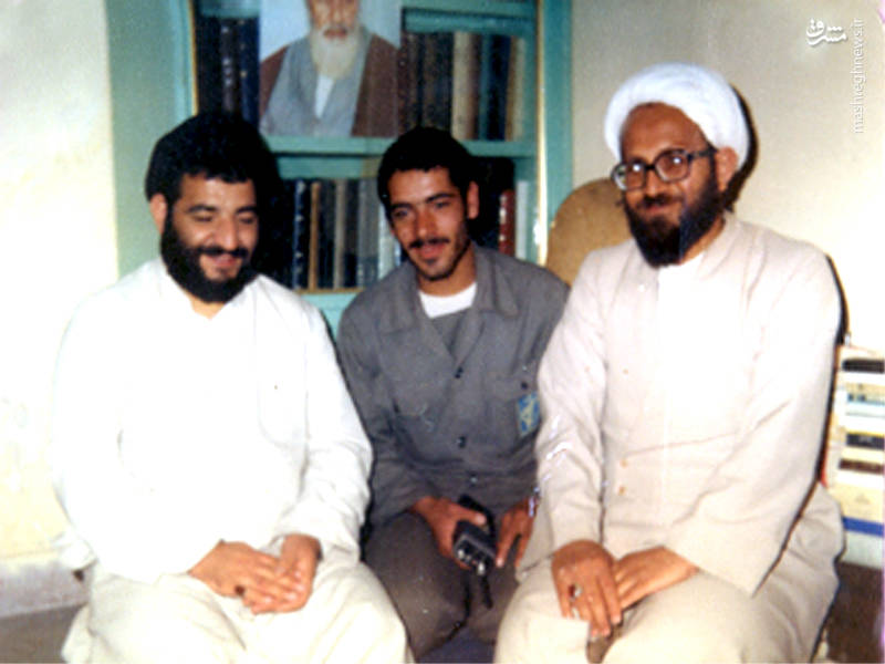 شهید اکبر آقابابایی در کنار مرحوم موحدی ساوجی