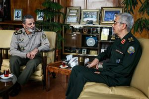 عکس/ دیدار سرلشکر باقری با فرمانده کل ارتش