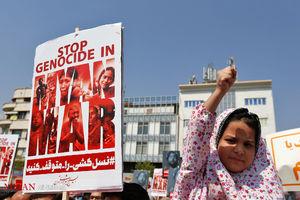 عکس/ راهپیمایی نمازگزاران علیه کشتار مسلمانان میانمار