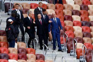 عکس/ بدرقه جام جهانی ۲۰۱۸ توسط پوتین و اینفانتینو