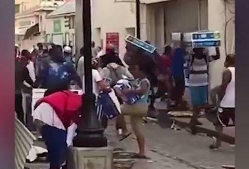 فیلم/ هجوم سارقان به فروشگاهها و منازل طوفان زده فلوریدا