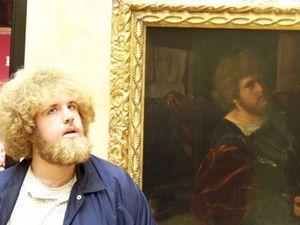 تصاویر جالب از کسانی که همزادشان را در موزه پیدا کردند