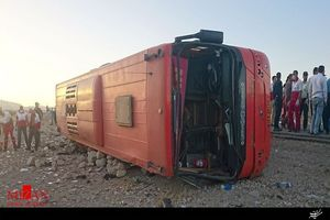 فیلم/ واژگونی اتوبوس در گردنه حیران