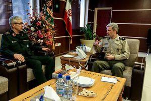 دیدار سرلشکرباقری با وزیر دفاع