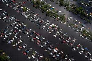 دفن هزاران خودرو در آمریکا!