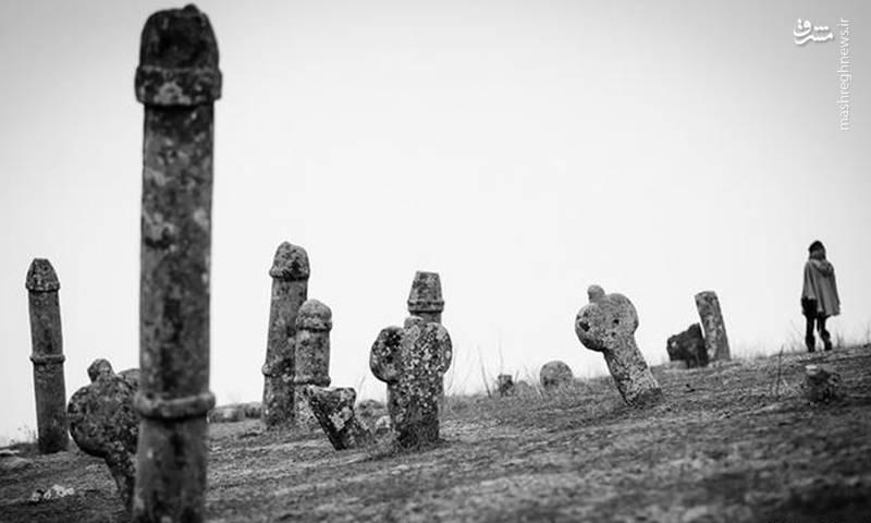 این مجموعه با قدمتی بیش از هزار سال که به دوران پارینهسنگی باز میگردد، از دو بخش زیارتگاه خالد نبی و گورستان و مقبرههای سنگی تشکیل شده است .