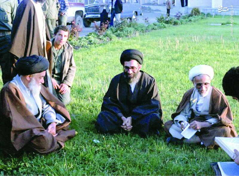 از راست: آیت الله احمد جنتی، آ یت الله سیدعلی خامنه ای، شهید آیت الله سید اسدالله مدنی