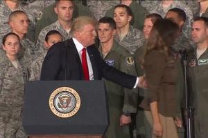 فیلم/ رفتار جنجالی ترامپ با همسرش