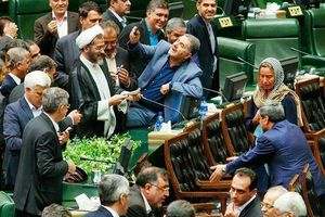 دختران بازداشتی آزاد اما منتقدان روحانی حبس شوند/ نظر یک فعال اصلاحطلب درباره نقش چپها در آشوب تهران