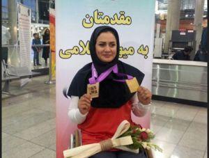زهرا نعمتی مدال طلایش را به خانواده شهید حججی تقدیم کرد