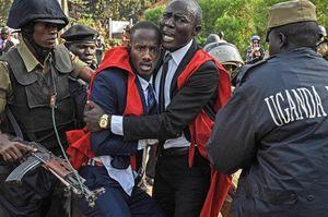 به خشونتکشیدهشدن تظاهرات دانشجویان اوگاندایی در اعتراض به احتمال حذف محدودیت سنی برای رئیسجمهور