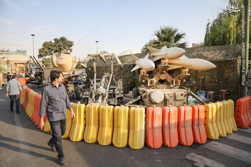"""نمایشگاه """"یادمان ایثار"""" در میدان بهارستان تهران"""
