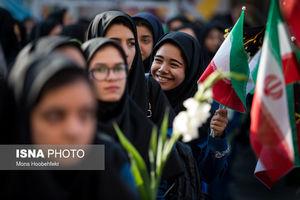 عکس/ خوشحالی دانش آموزان دختر در آغاز سال تحصیلی جدید