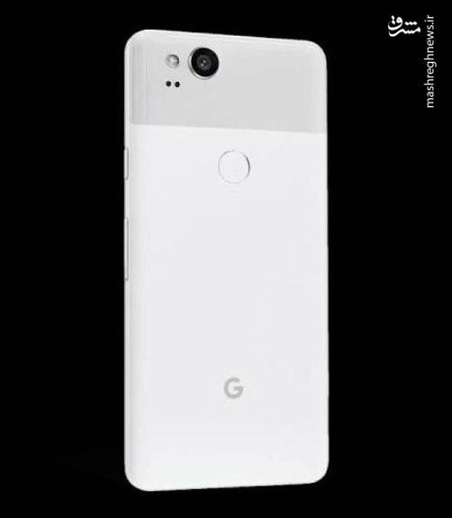 گوگل با قیمت بالایی که برای گوشی Pixel ۲ XL تعیین کرده است تقریبا با گرانقیمتترین گوشی تاریخ شرکت اپل یعنی آیفون X رقابت میکند.  عده ای معتقدند دلیل قیمت بالای این گوشی تجهیزاتی است که ال جی برای ساخت صفحه نمایش آن به کار برده است، زیرا گوشی Pixel که سال گذشته توسط گوگل عرضه شد دارای قیمتی بسیار پایین تر یعنی ۶۴۹ دلار ( حدود ۲ میلیون تومان ) و ۷۴۹ دلار ( حدود ۲.۴ میلیون تومان ) بود.