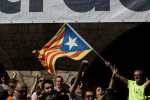 فیلم/ حمله پلیس به مراکز رای گیری کاتالونیا