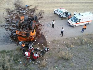 عکس/ تصادف مرگبار یک اتوبوس با تریلی