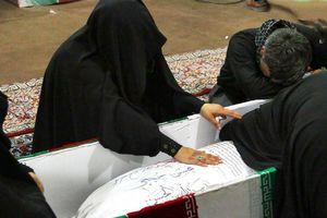 عکس/ وداع جانسوز همسر شهید حججی با پیکر شهید