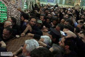عکس/ طواف پیکر شهید حججی در حرم مطهر رضوی