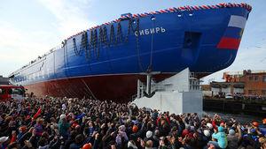 عکس/ شناور یخ شکن روسی به آب انداخته شد