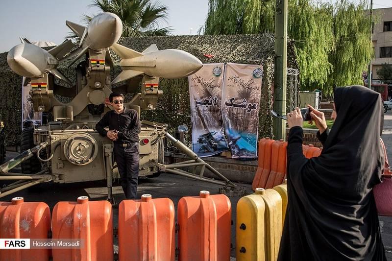 سلفی با موشک ها در میدان بهارستان تهران