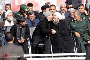 عکس/ آیتالله آملی لاریجانی در کنار پدر شهید حججی