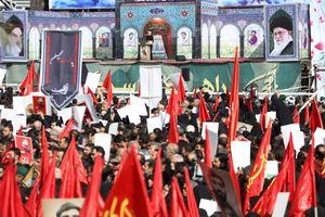 فیلم/ نوحه خوانی آهنگران در تشییع شهید حججی