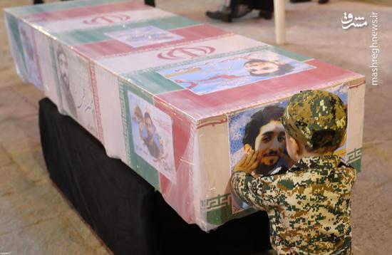 به کودکی خادم این حرم محترمم - دانلود آهنگ نوجوانان در مراسم تشییع پیکر شهید محسن حججی