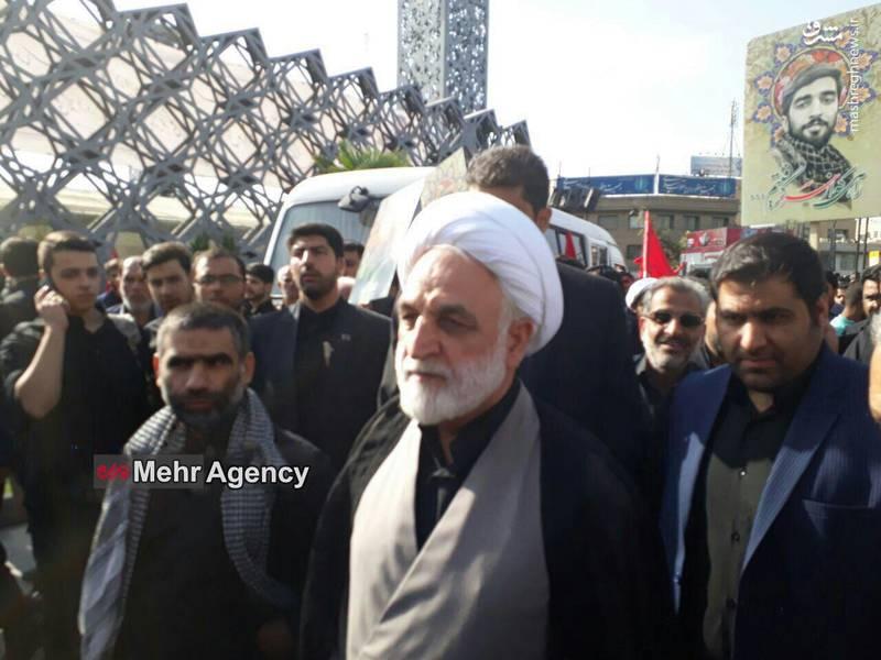 حجت الاسلام محسنی اژه ای در مراسم تشییع شهید حججی حضور یافتند.