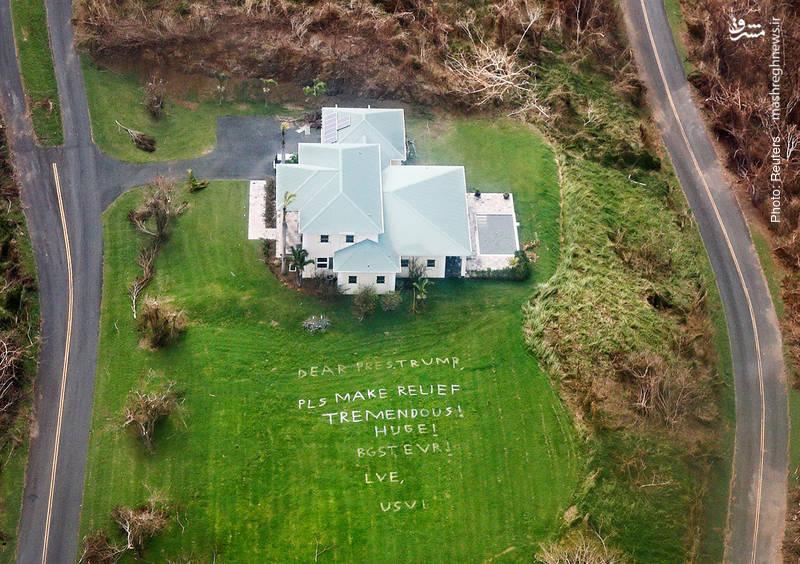 نوشته بزرگی در حیاط خانهای واقع در جزایر ویرجین که از رئیسجمهور آمریکا میخواست هر چه سریعتر برای امدادرسانی به این منطقه پس از سیل و طوفان اخیر اقدام کند.