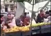 فیلم/ نذری میوهفروش شیعه در سوئد