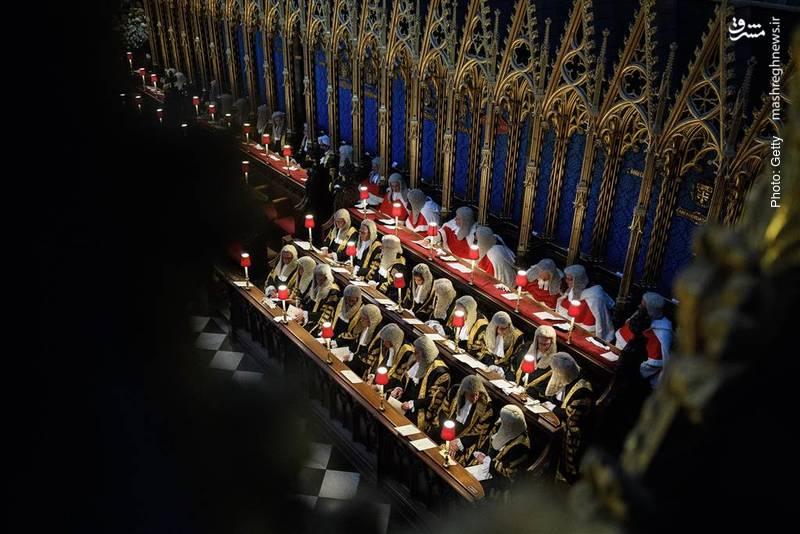 حضور بیش از 700 قاضی و مقام قضایی در مراسم سالانه آغاز سال قضایی در وستمینستر لندن. این سنت به قرون وسطی باز میگردد.