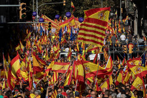 عکس/ تجمع مردم بارسلونا در حمایت از وحدت اسپانیا