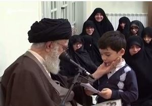 فیلم/ گفتگوی رهبرانقلاب با نوه ۵ساله شهید زندهدل