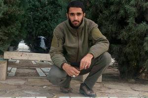 تصویر دیده نشده از شهیدمدافع حرم در گلزار شهدای گمنام