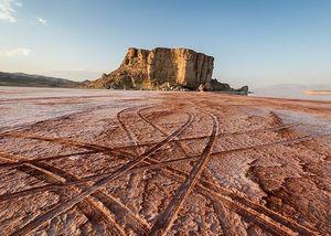 نگاهی به آثار مخرب ۷۴ سد اطراف دریاچه ارومیه