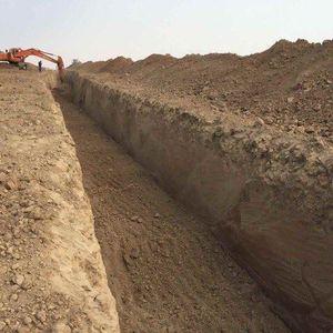 عکس/ پیشمرگه با حفر کانال آماده جنگ میشود