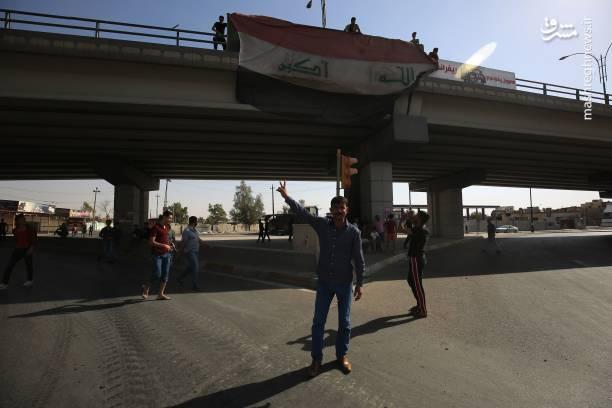 نیروهای عراقی و مردم پرچم های عراق را در نقاط مختلف شهر به اهتزاز درآوردند