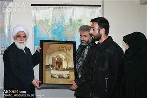عکس/ تجلیل مجمع جهانی اهلبیت(ع) از خانواده شهید حججی