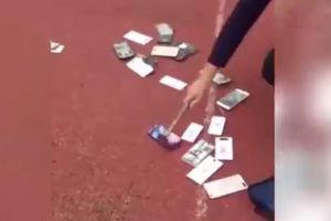 فیلم/ موبایلهای دانشآموزان زیر چکش آقای ناظم
