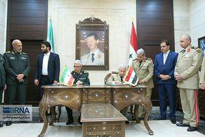 عکس/ امضای یادداشت تفاهم همکاری نظامی بین ایران و سوریه
