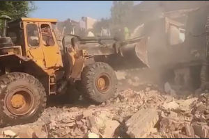 فیلم/ آواربرداری در حادثه ریزش کوه در اهواز