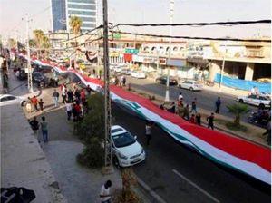 عکس/ پرچم 500متری عراق بردوش مردم کرکوک