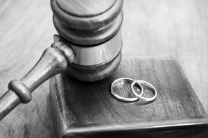 وقتی رییس سازمان برنامه پهلوی همسرش را طلاق داد تا با یک فاحشه ازدواج کند +عکس
