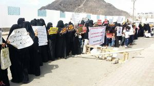 عکس/ تجمع خانواده یمنیهای دربند امارات در عدن