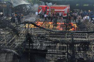 عکس/ 30 کشته در انفجار کارخانهای در جاکارتا