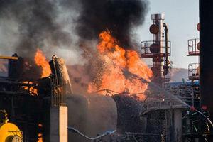 آتش سوزی در پالایشگاه نفت تهران/۱۰ نفر کشته و زخمی شدند