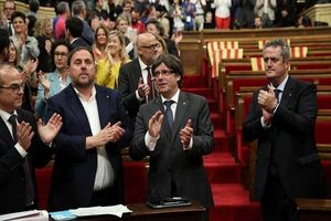 نخستوزیر اسپانیا کابینه و پارلمان کاتالونیا را منحل کرد