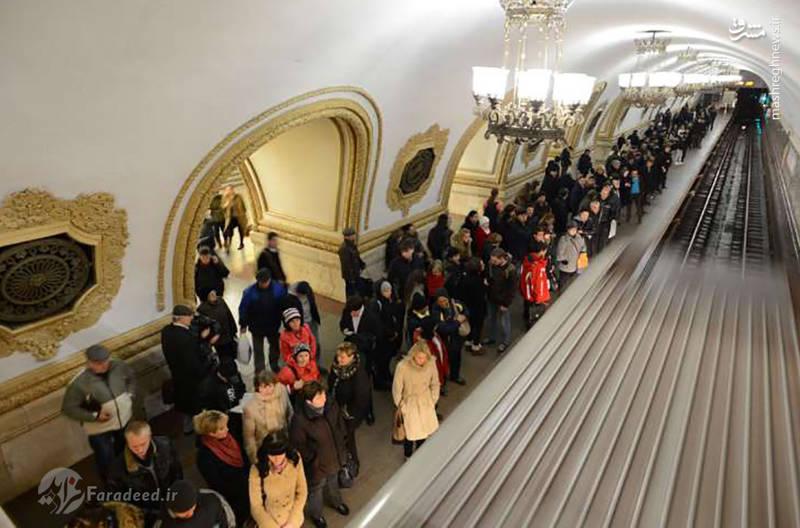 ایستگاه کی یوسک کایا در شهر مسکو روسیه سنگ مرمر و موزاییک ها و حتی لوسترها زیبایی آن را دوچندان کرده است