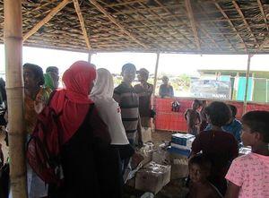 فیلم/ توزیع کمکهای مردمی ایران در بین  آوارگان مسلمان میانمار
